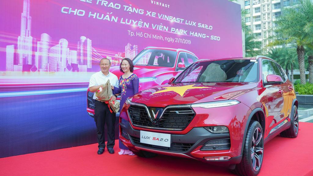 VinFast tặng xe Lux SA2.0 phiên bản cao cấp cho HLV Park Hang-seo - 4