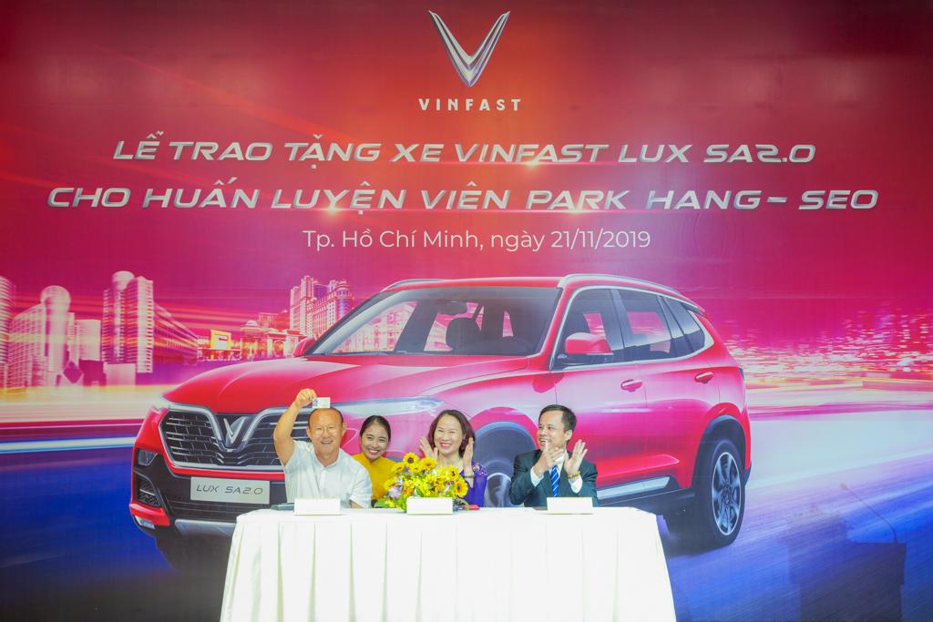 VinFast tặng xe Lux SA2.0 phiên bản cao cấp cho HLV Park Hang-seo - 2