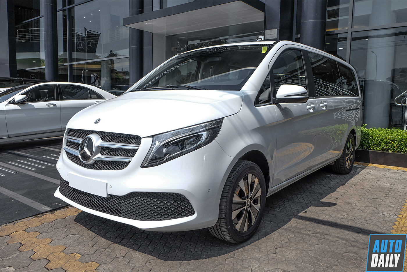 mercedes-benz-v-250-luxury-21.jpg