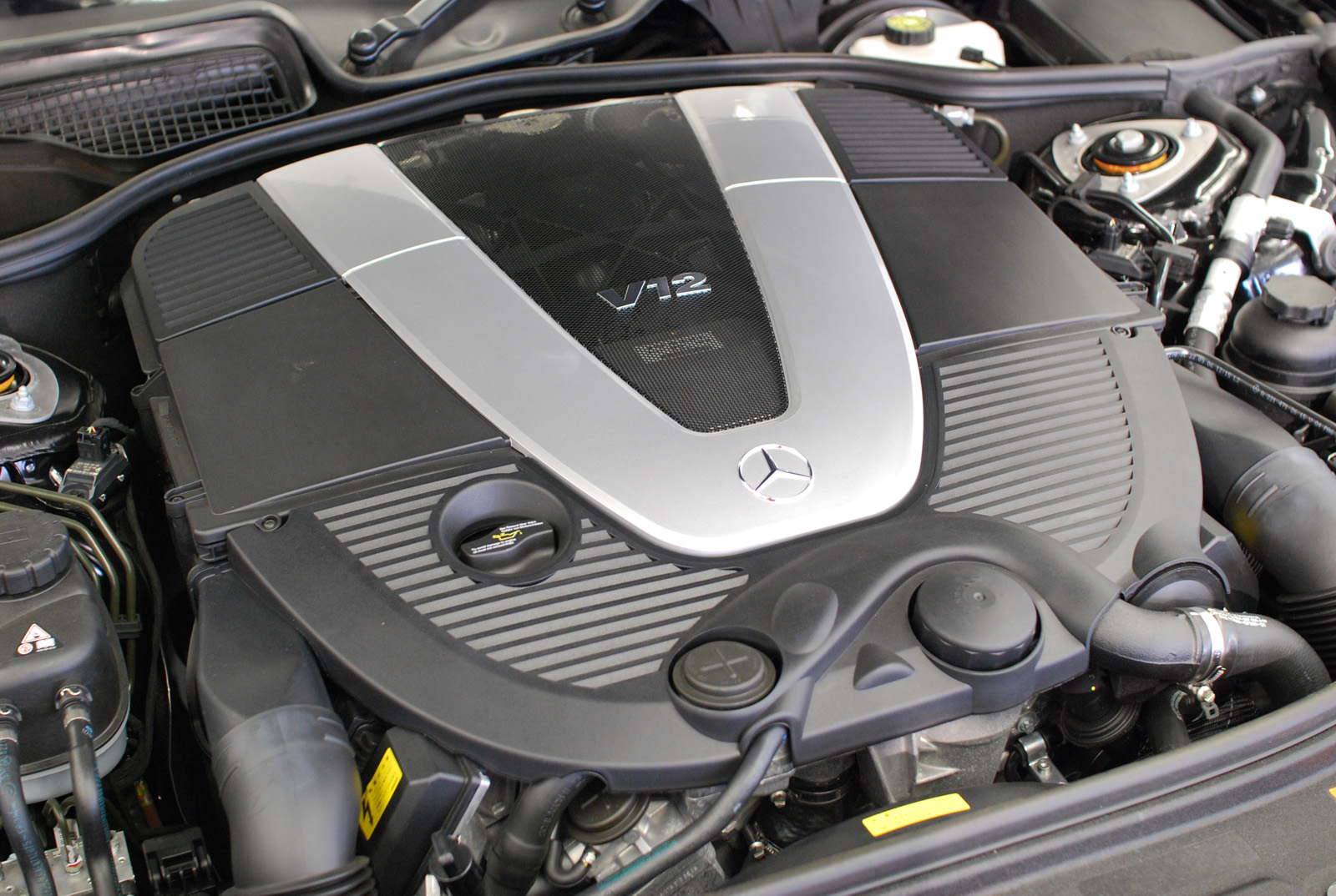 mercedes-benz-m275-engine.jpeg