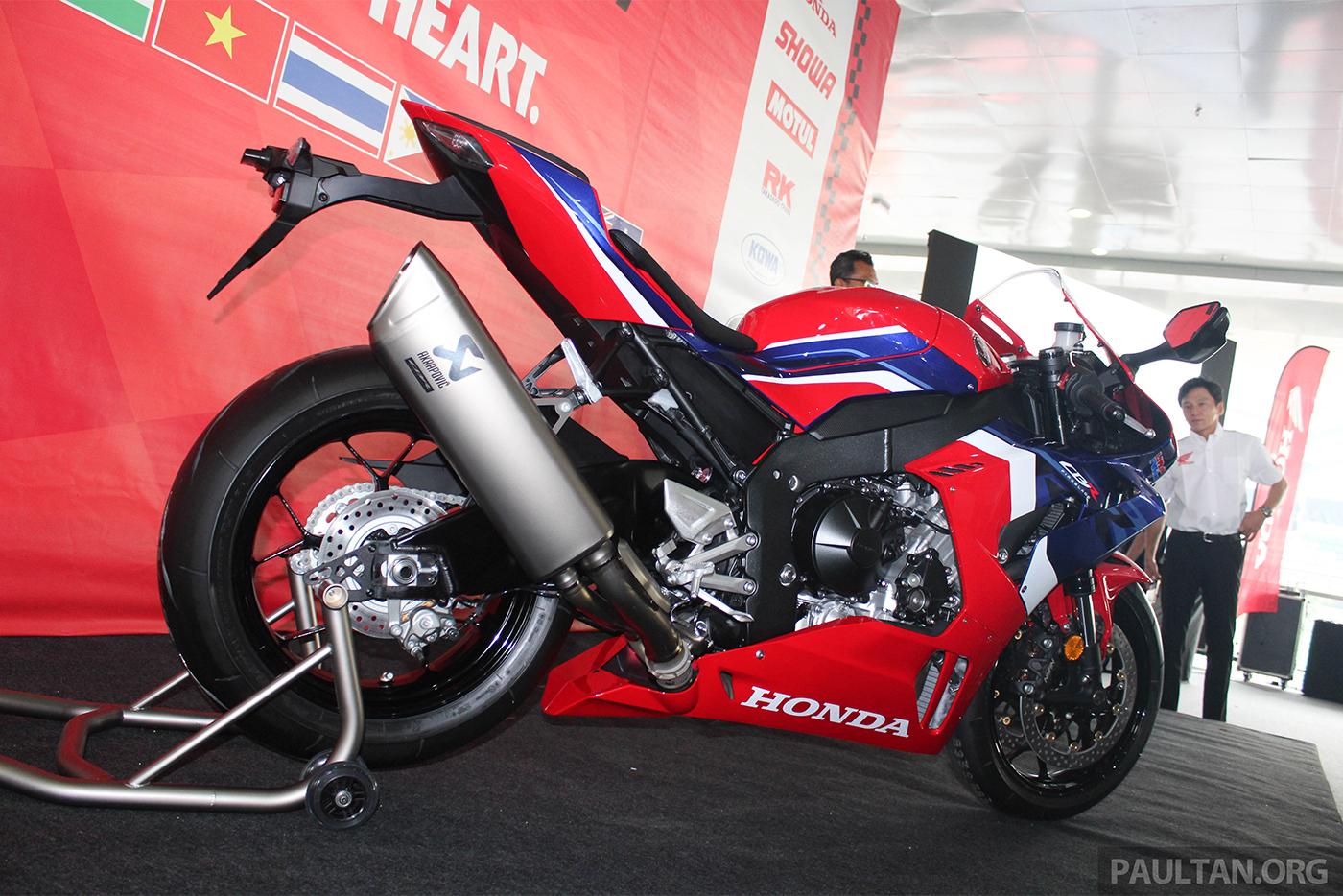 2020-honda-cbr1000rr-r-malaysia-watermark-16.jpg