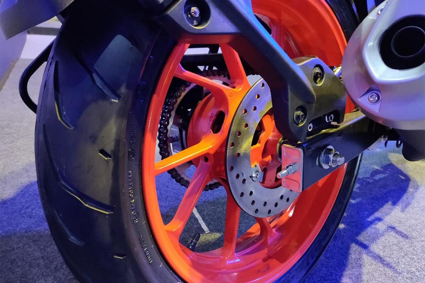 bs-vi-yamaha-mt-15-rear-wheel-c74d.jpg