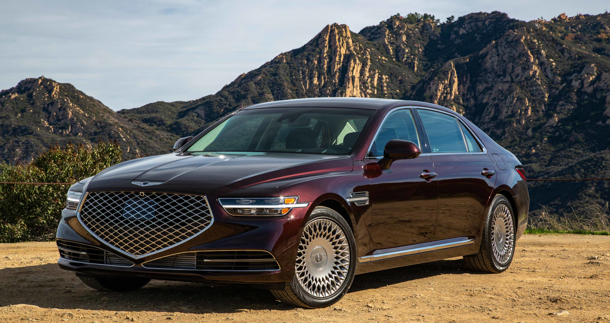 genesis-g90-33t-2020-03-angle-brown-exterior-front-red.jpg