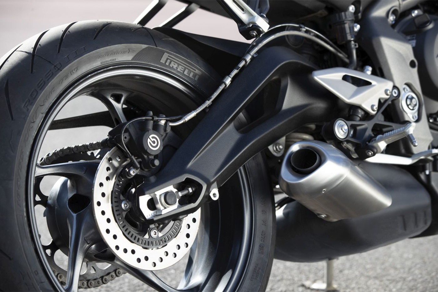 2020-triumph-street-triple-s-details-exhaust-and-r-9315.jpg