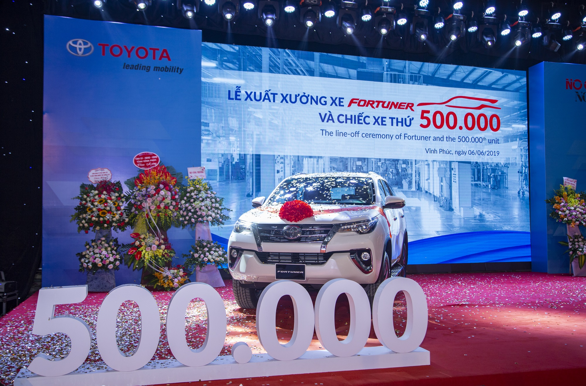 le-xuat-xuong-xe-fortuner-va-chiec-xe-thu-500000.jpg