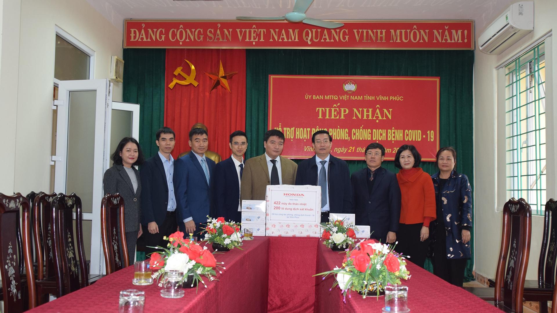 Honda Việt Nam tặng thiết bị y tế phòng dịch Covid-19 cho Vĩnh Phúc