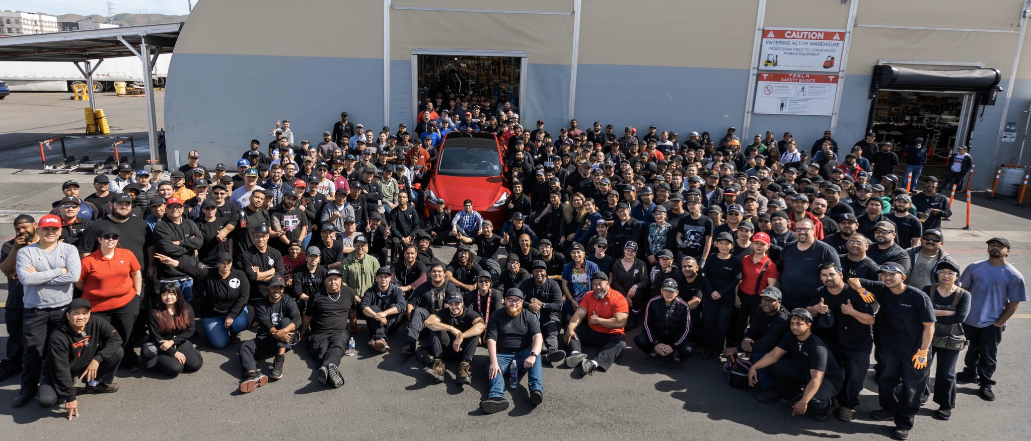 Tesla xuất xưởng chiếc xe thứ 1 triệu, trở thành nhà sản xuất xe điện lớn nhất thế giới