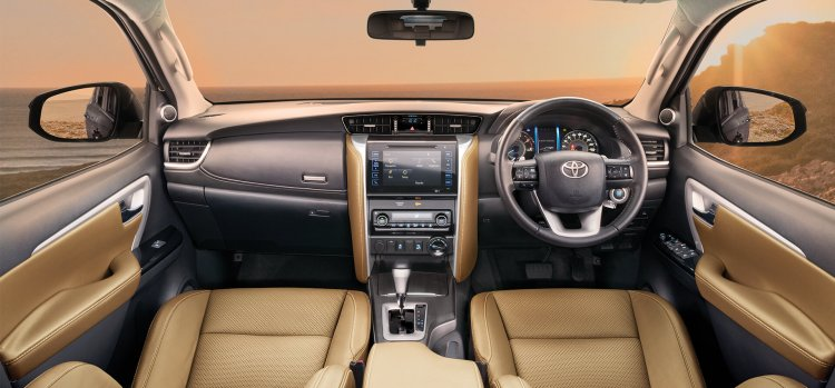 toyota-fortuner-interior-dashboard-26d9.jpg