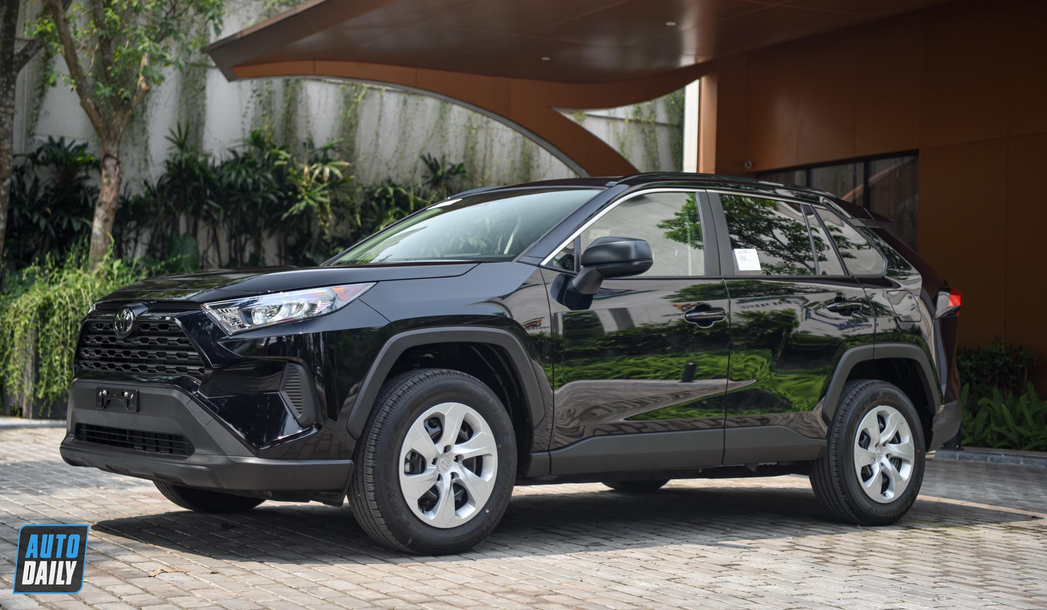 Ảnh chi tiết Toyota RAV4 LE 2020 giá hơn 2 tỷ đồng tại Việt Nam