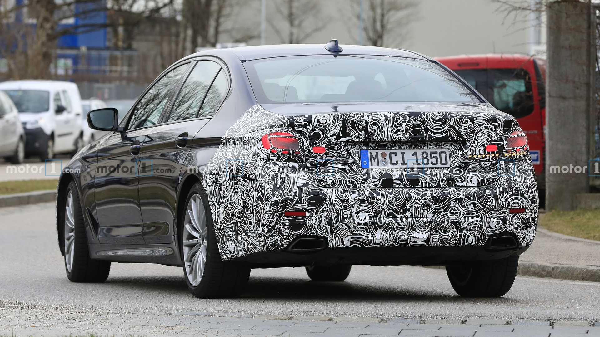 2021-bmw-5-series-facelift-spy-photo-6.jpg
