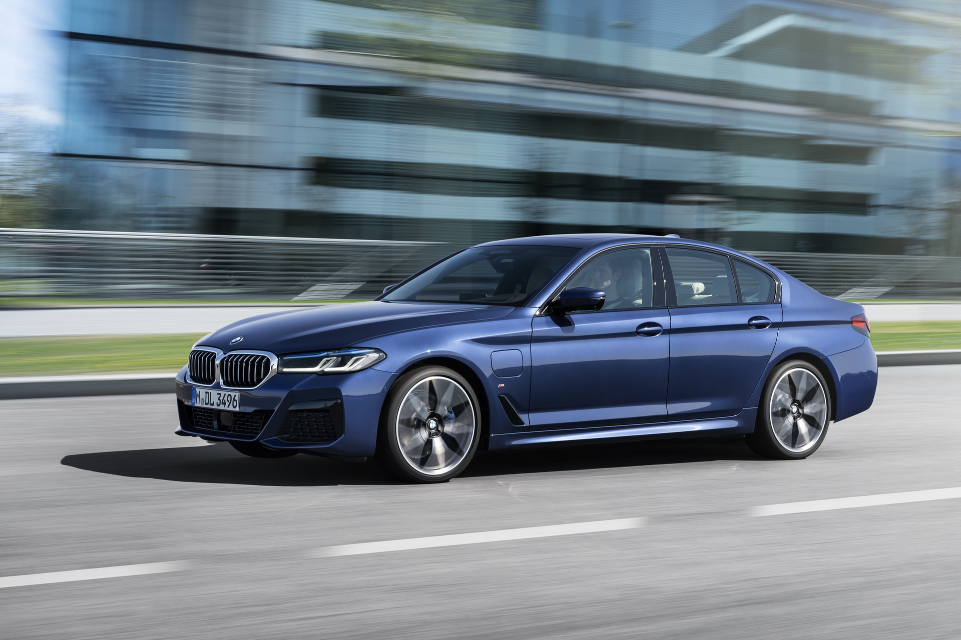 2021-bmw-5-series-sedan-touring-12-1.jpg