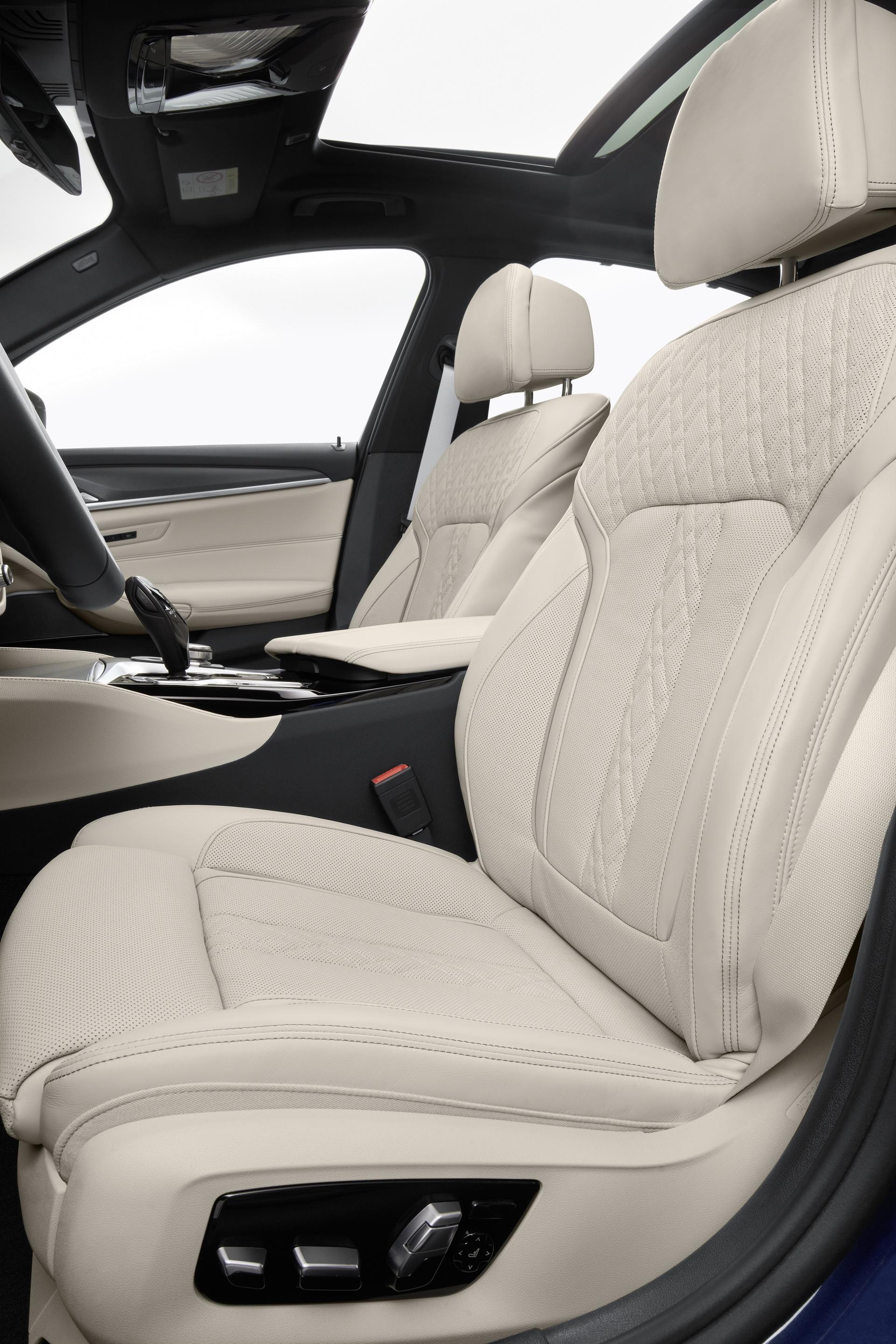 2021-bmw-5-series-sedan-touring-46.jpg
