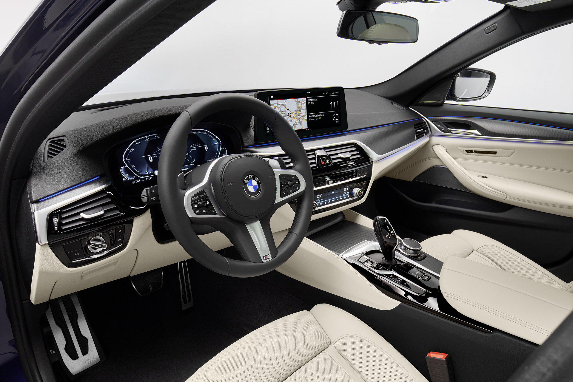 2021-bmw-5-series-sedan-touring-47.jpg