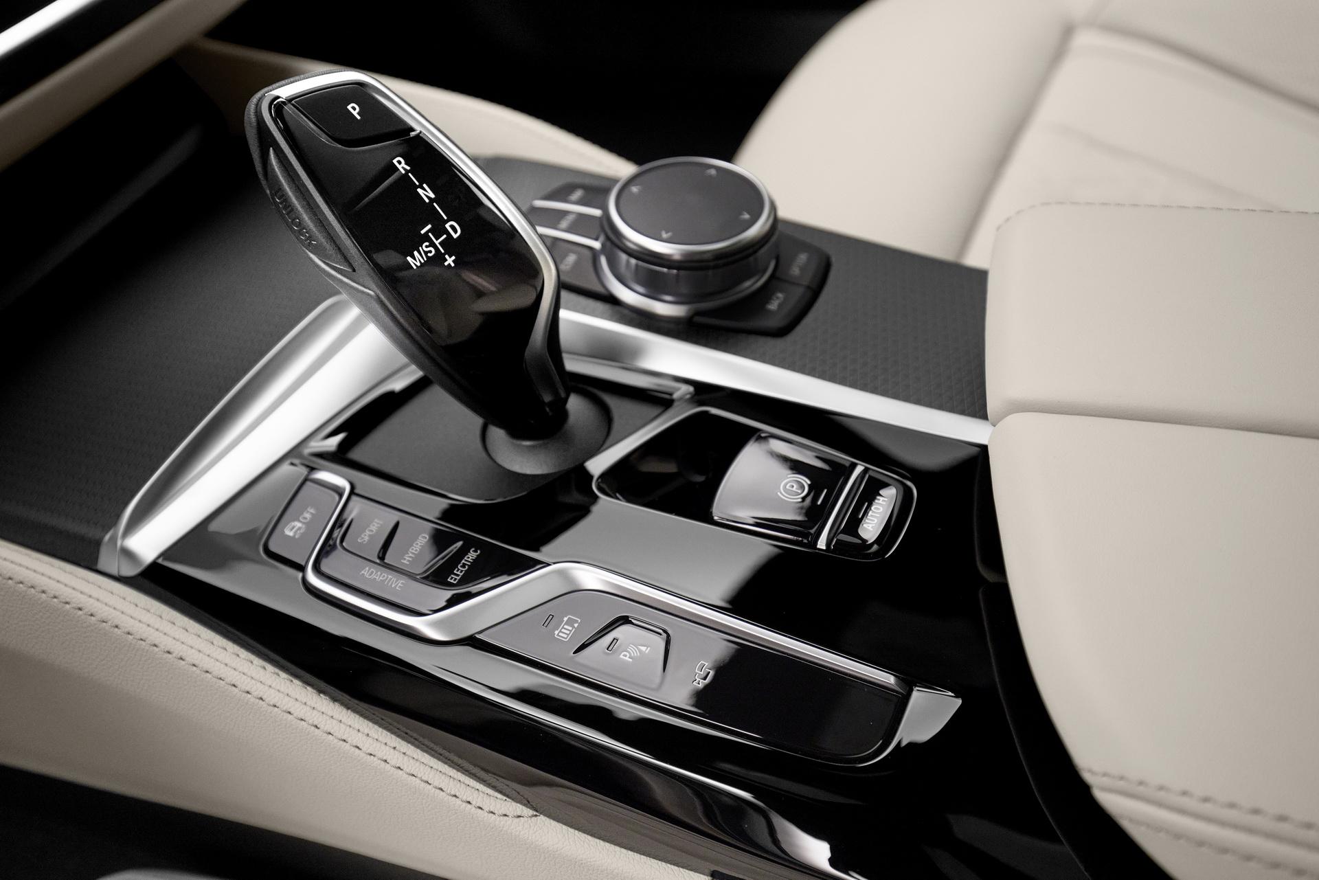 2021-bmw-5-series-sedan-touring-51.jpg