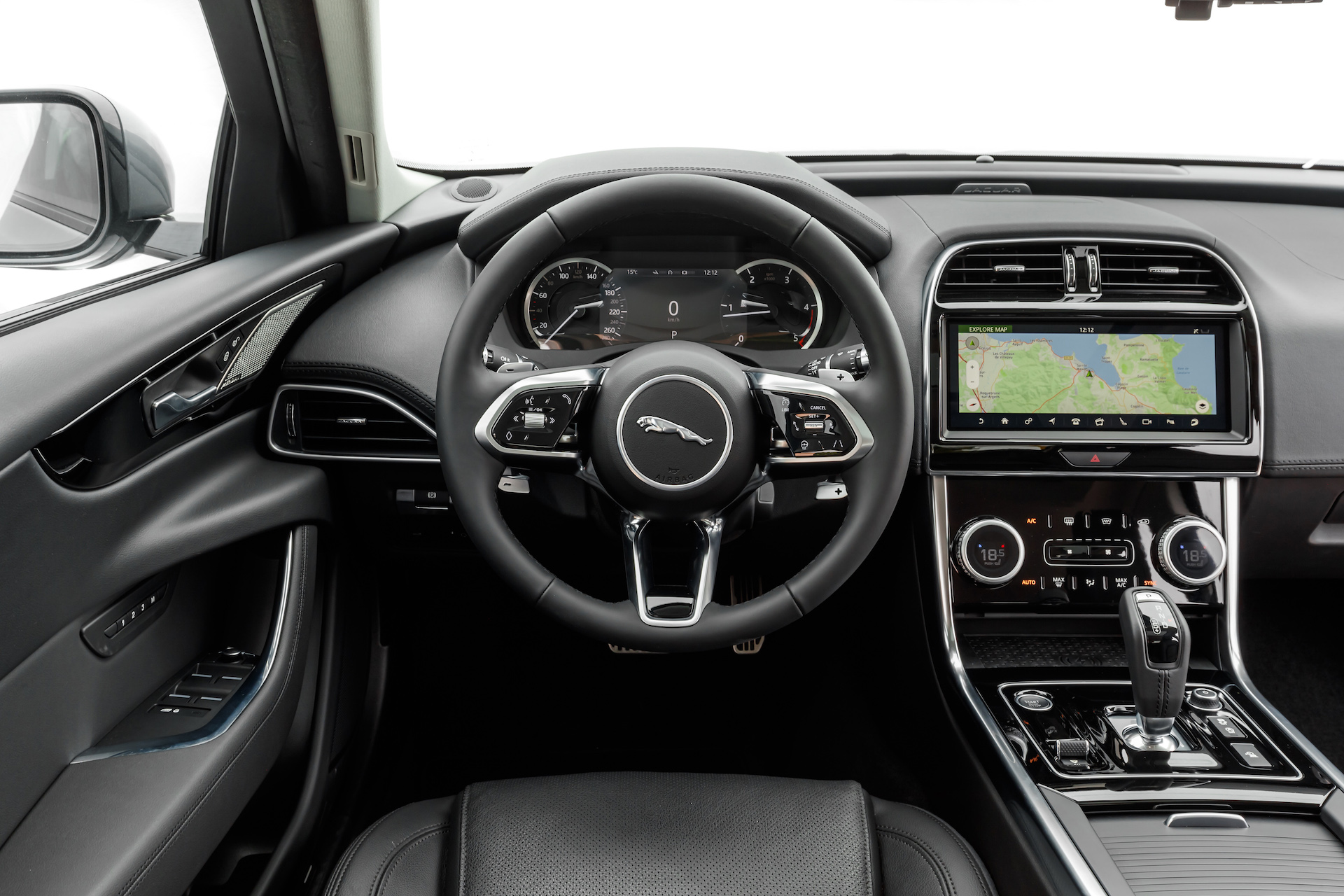 jaguar-xe-2020-4.JPG
