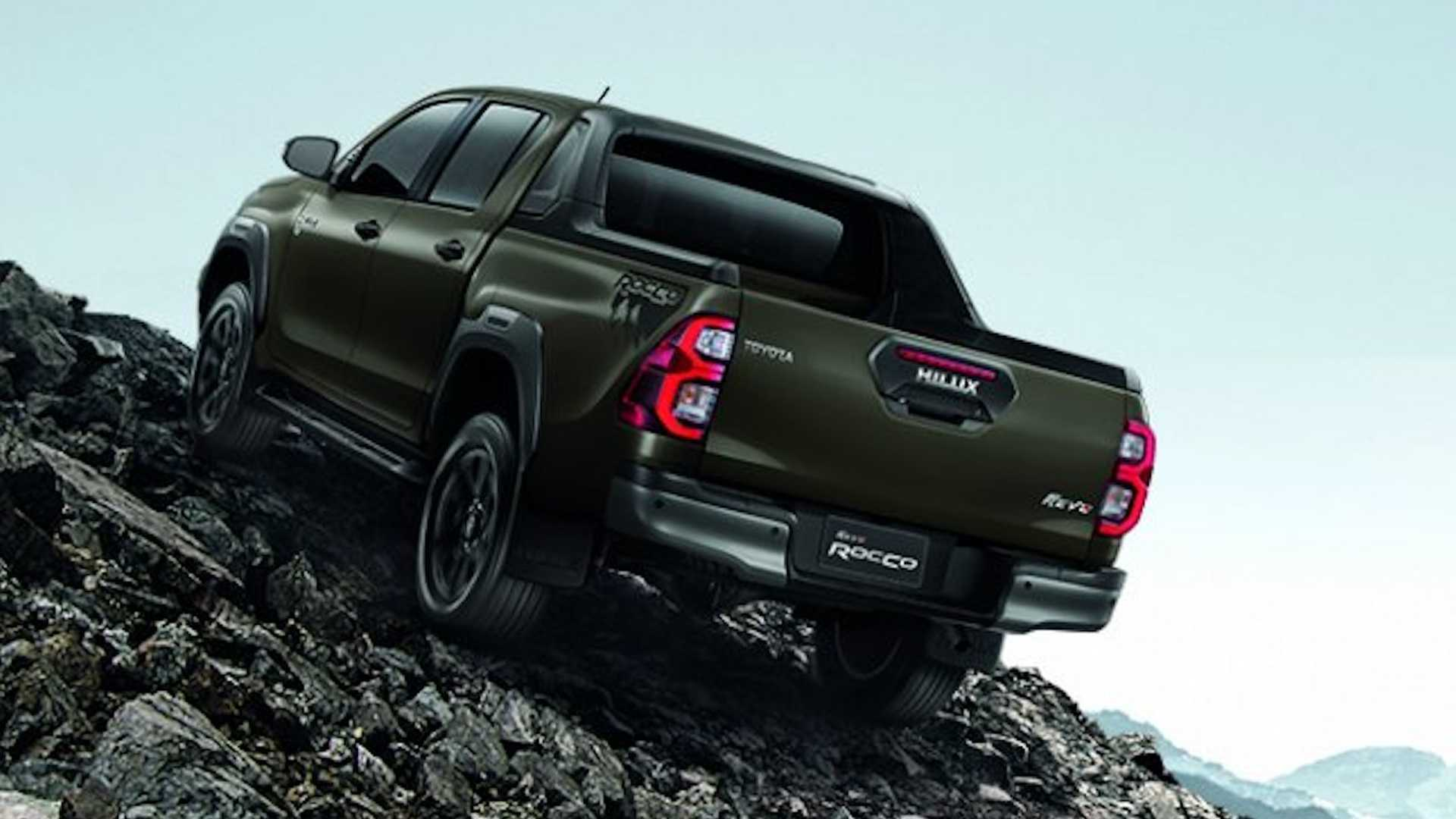 2021-toyota-hilux-launched-in-thailand-8.jpg