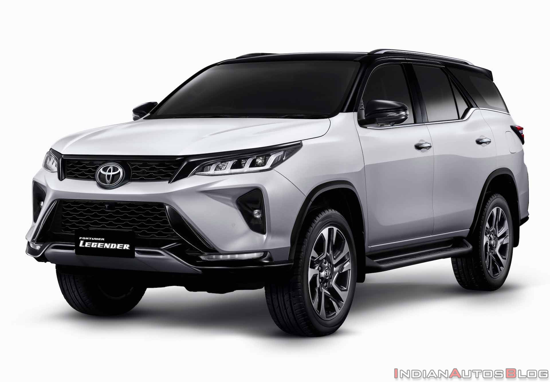 toyota-fortuner-legender-front-three-quarters-d785.jpg