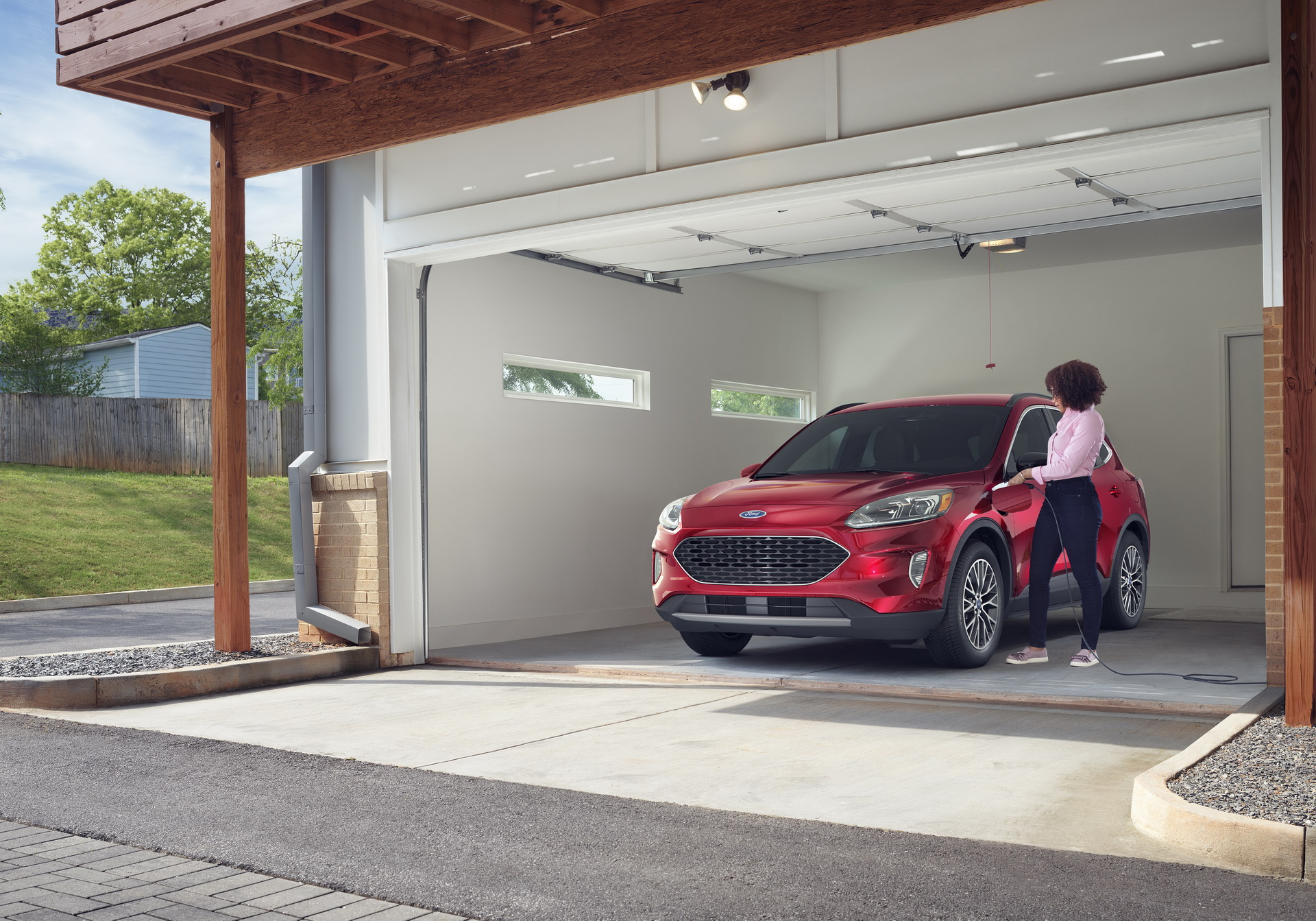 Ford Escape PHEV 2020 tiêu thụ 2,3 lít/100 km