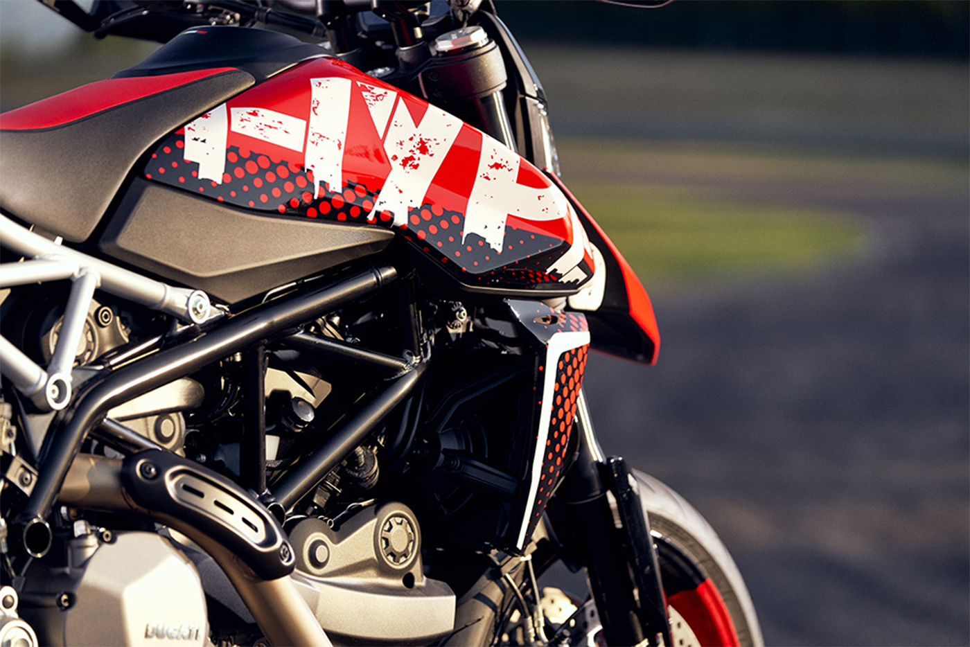 2020-ducati-hypermotard-950-rve-low-res-19.jpg
