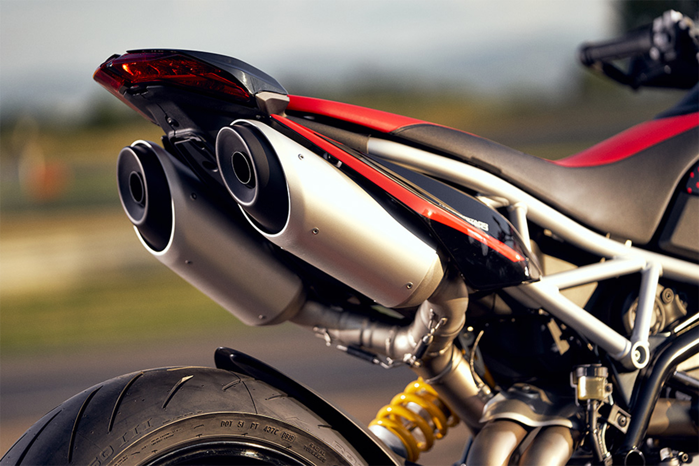 2020-ducati-hypermotard-950-rve-low-res-20.jpg