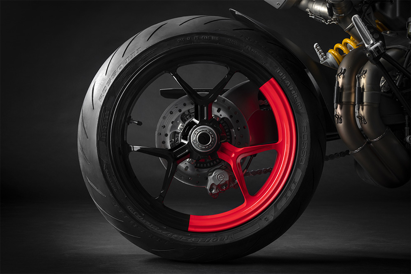 2020-ducati-hypermotard-950-rve-low-res-4.jpg