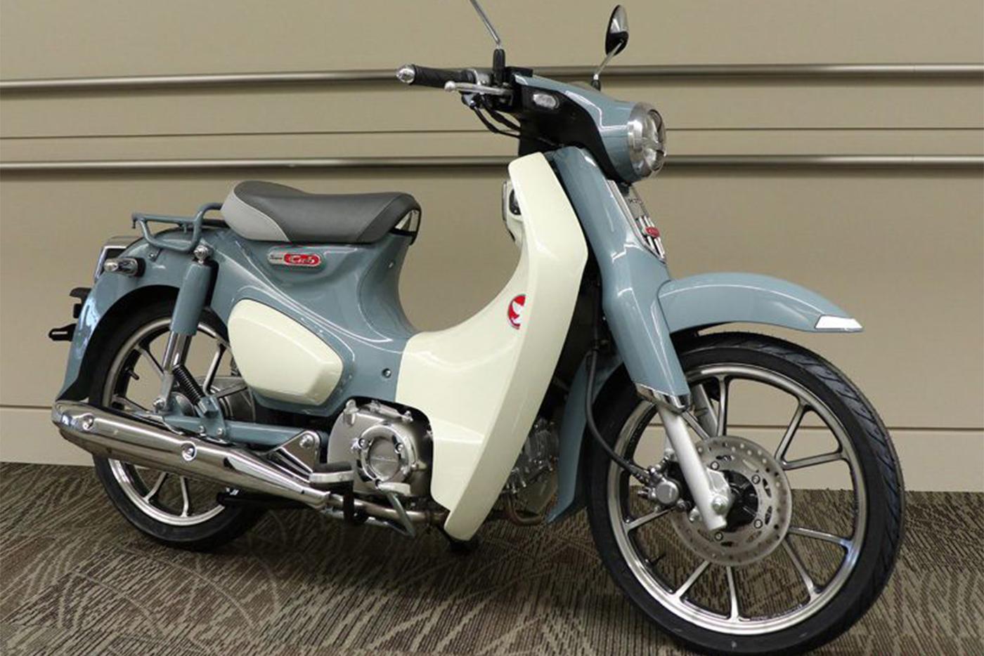 honda-supercub-c125-model-2020-pearl-cadet-grey-mau-lien-tuc-2.jpg