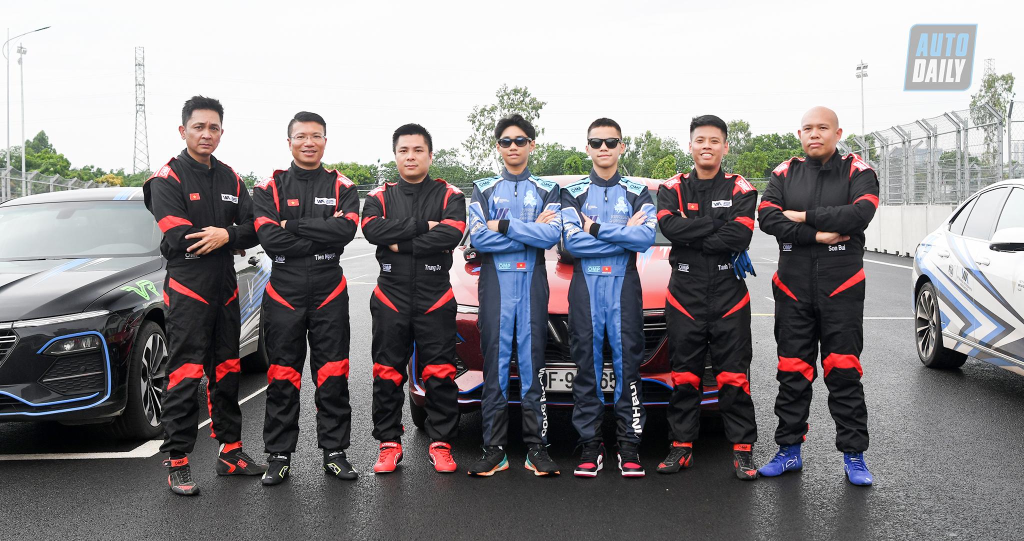Xe VinFast Lux lăn bánh trên đường đua F1 Hà Nội