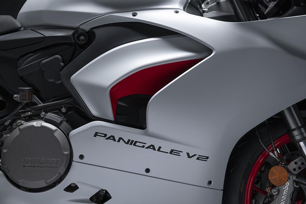 2020-ducati-panigale-v2-star-silk-white-19.jpg