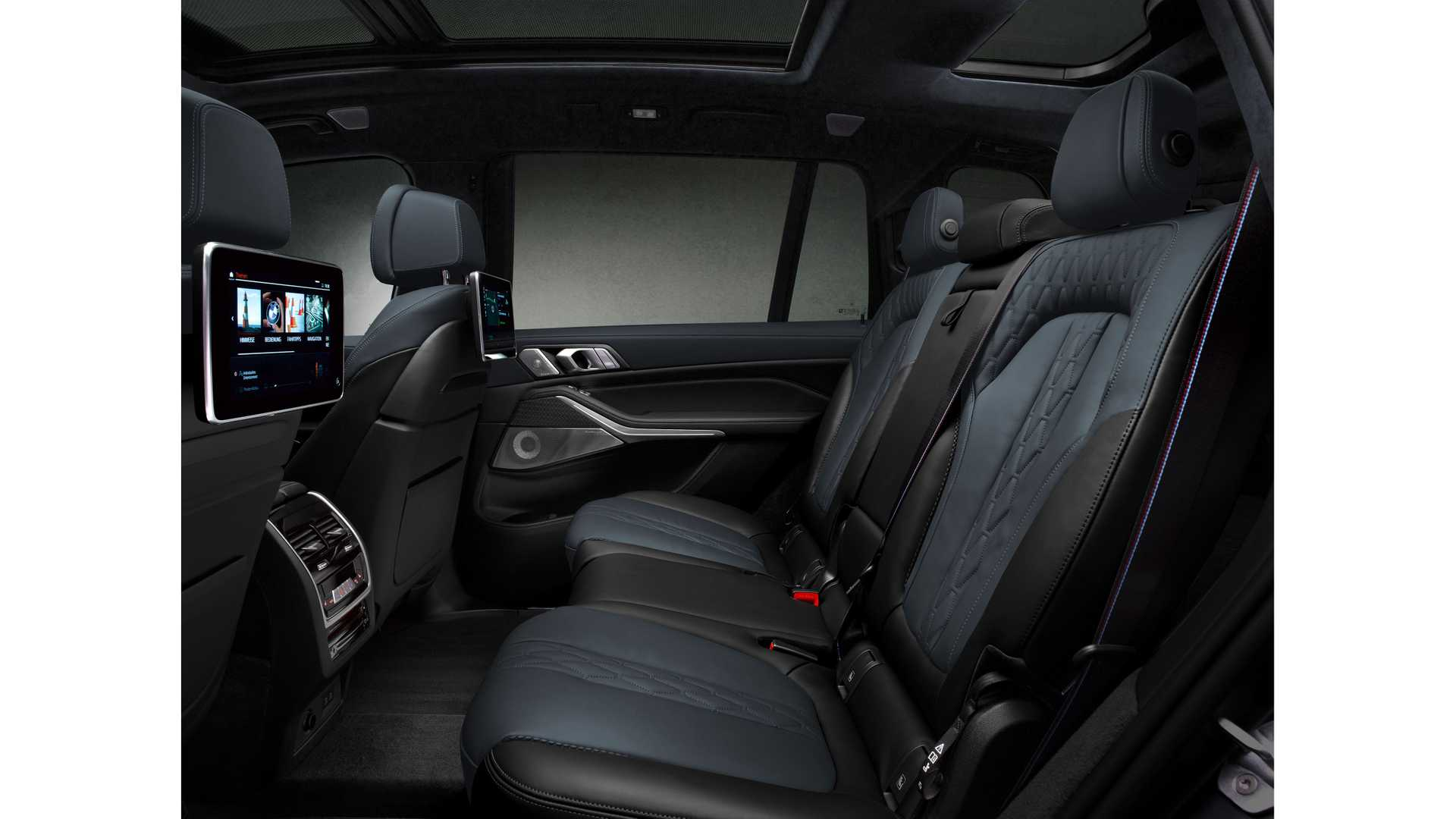 2021-bmw-x7-dark-shadow-edition-rear-seats.jpg