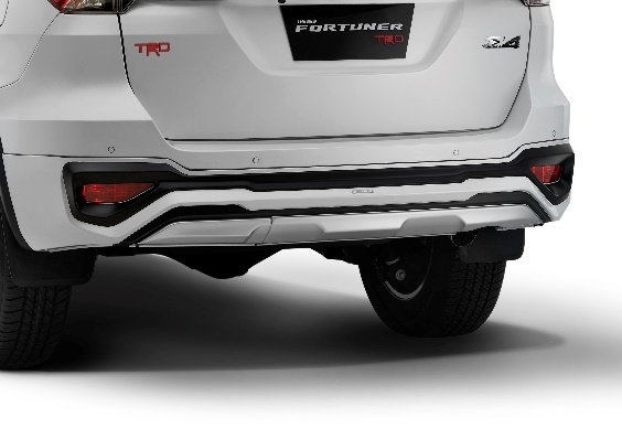 toyota-fortuner-trd-rear-end-3483.jpg