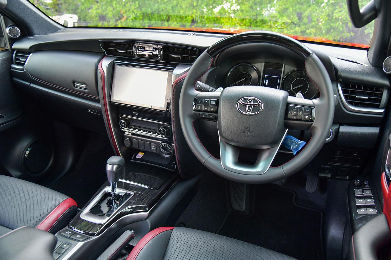 120-toyota-fortuner-28-legender-4wd-test-drive.jpg