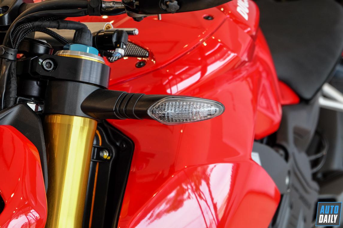 ducati-streetfighter-v4-s-11.jpg
