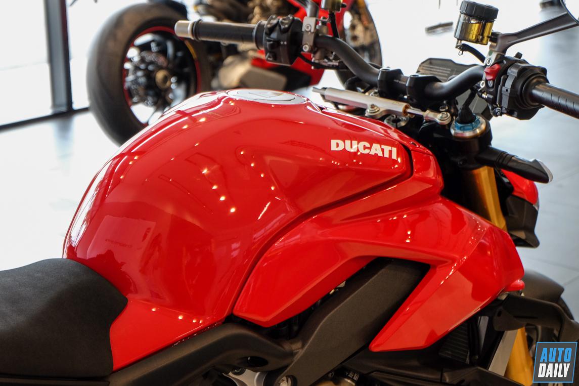 ducati-streetfighter-v4-s-46.jpg