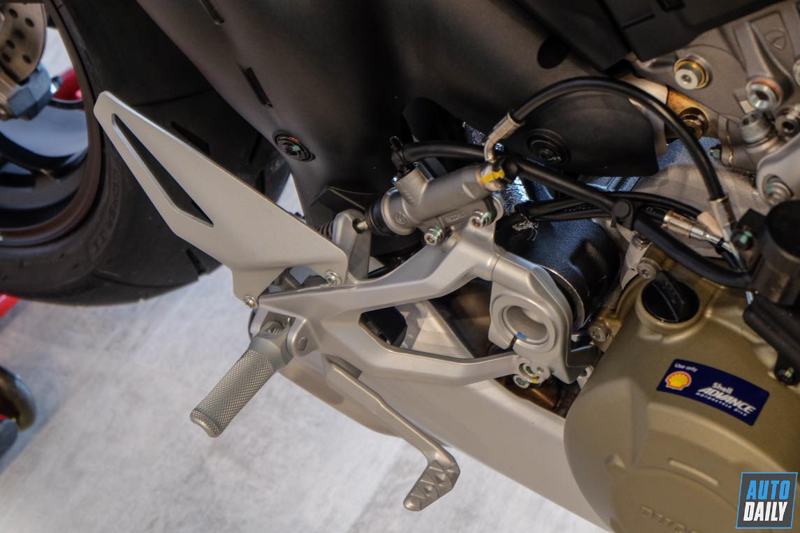 ducati-streetfighter-v4-s-55.jpg