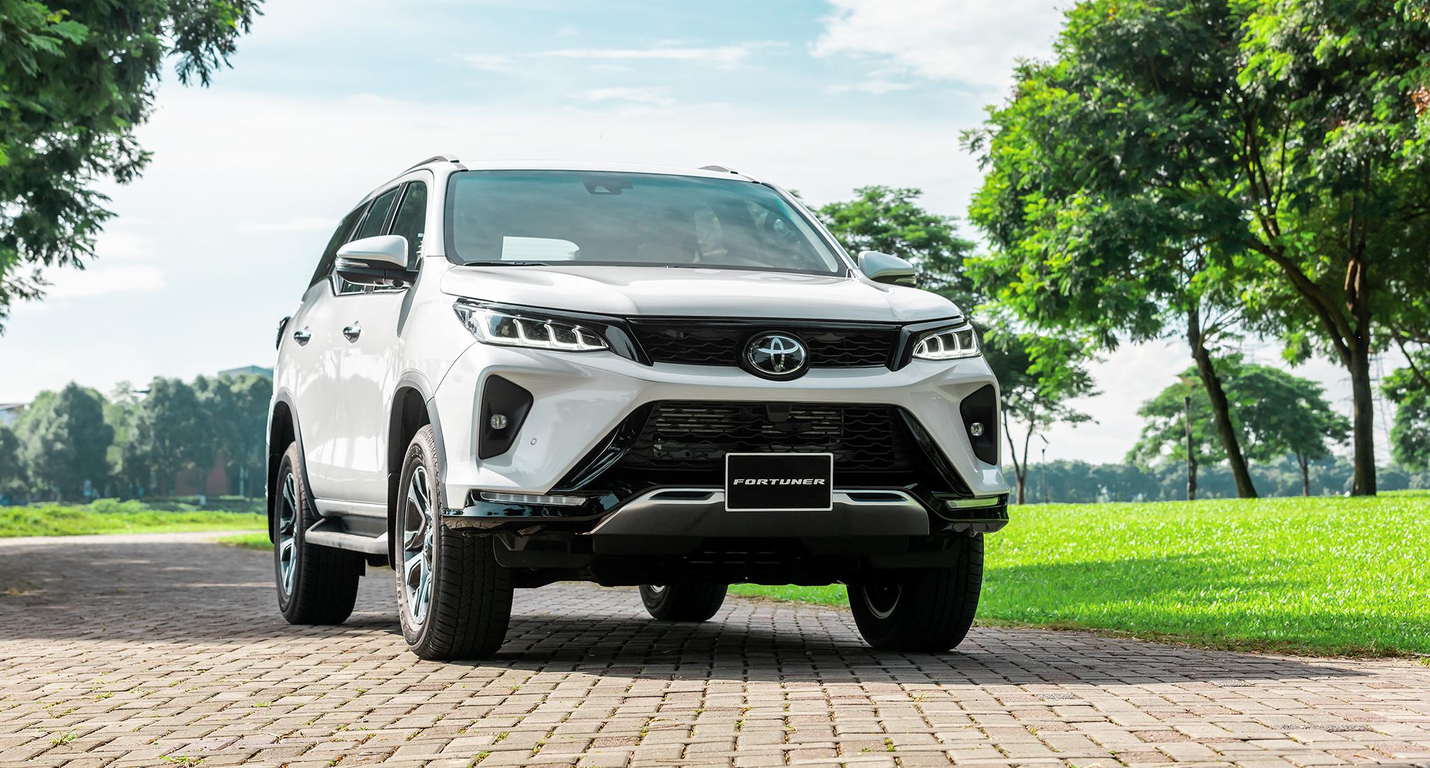 Toyota Fortuner 2021 ra mắt tại Việt Nam, 7 phiên bản giá từ 995 triệu ngoai-that-4.jpg