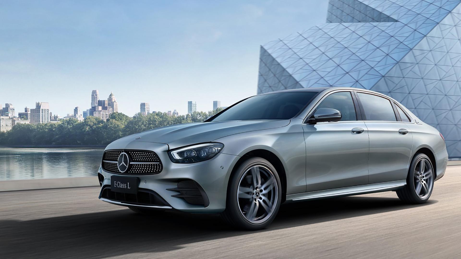 Mercedes-Benz E-Class L 2021 ra mắt với chỗ để chân rộng miên man, giá từ 63.000 USD