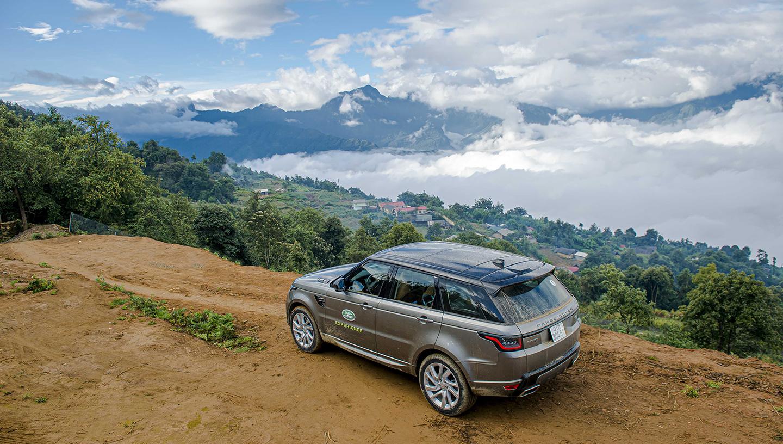 Trèo đèo lội suối săn mây Y Tý trên xế sang Land Rover