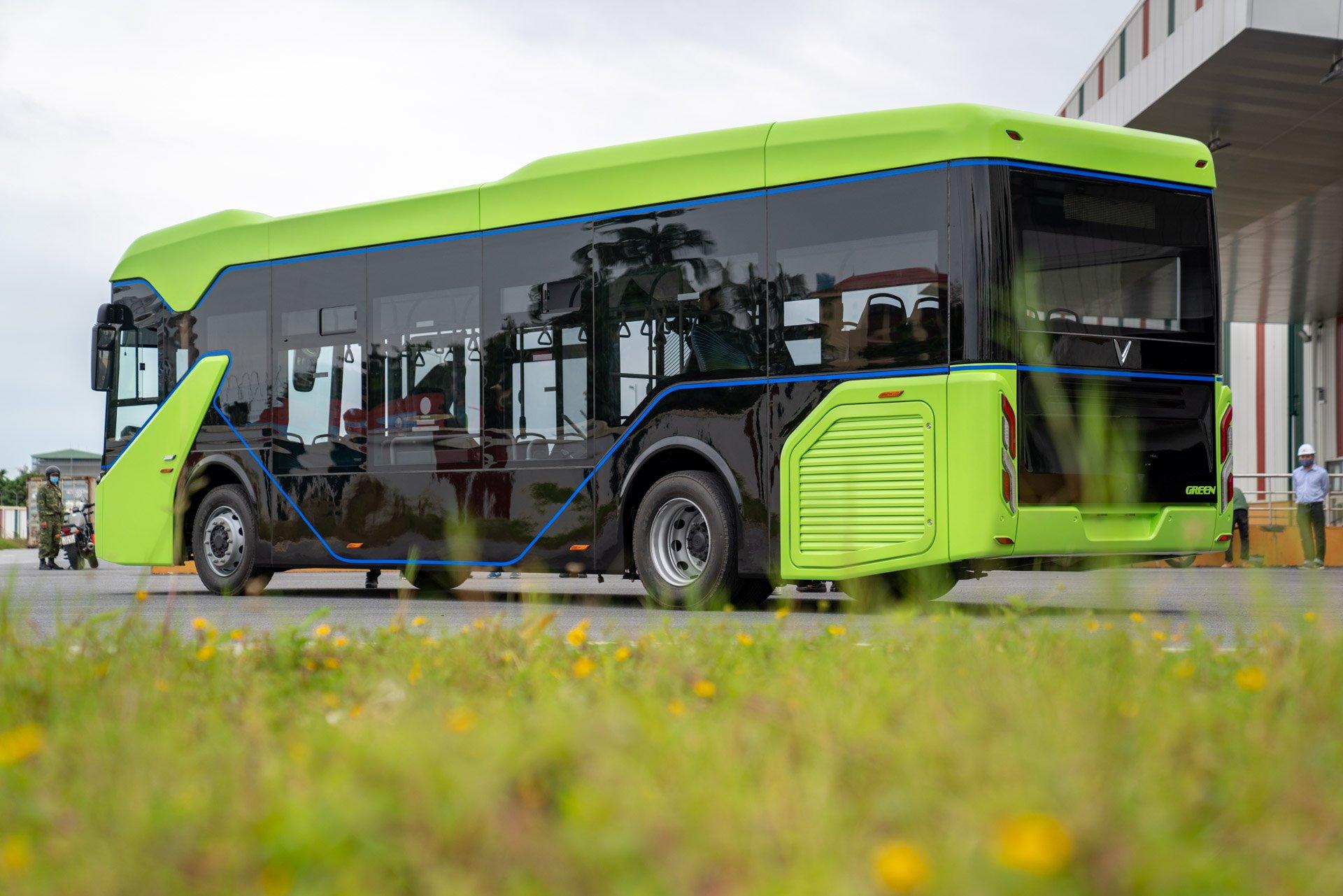 Xe Bus điện của VinFast sắp hoạt động tại Hà Nội, nhà ga chính sắp hoàn thiện Vingroup chính thức chạy thử nghiệm xe buýt điện VinFast xe-bus-vinfast-05.jpg