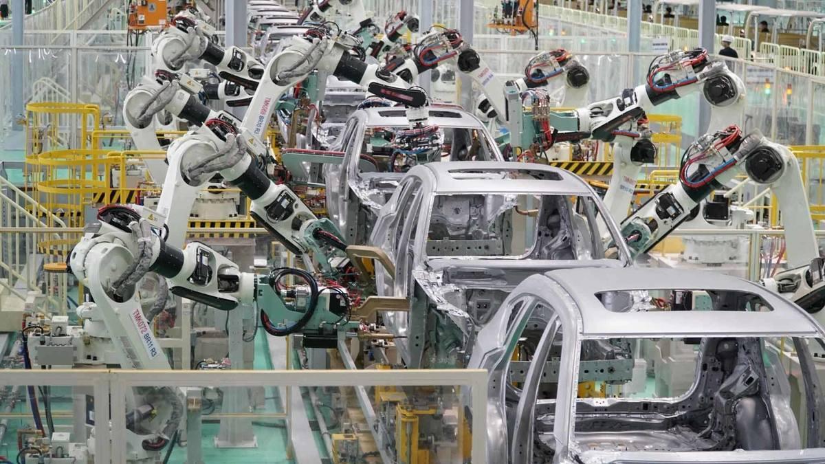 Việt Nam sản xuất ô tô: Cơ hội lớn, lại lo thêm 1 lần bỏ lỡ