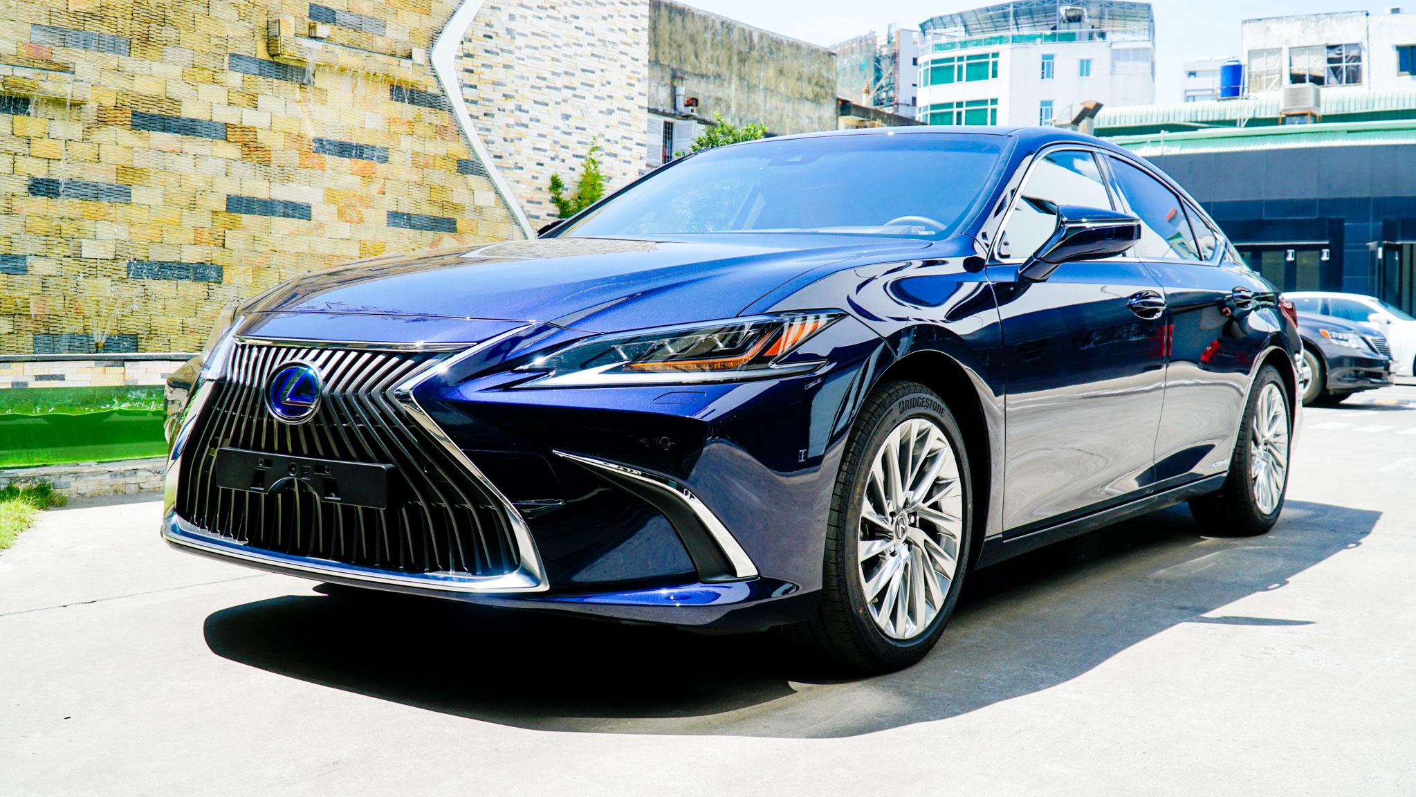 Lexus ES 2021 ra mắt tại Việt Nam: Tăng an toàn, giá không đổi