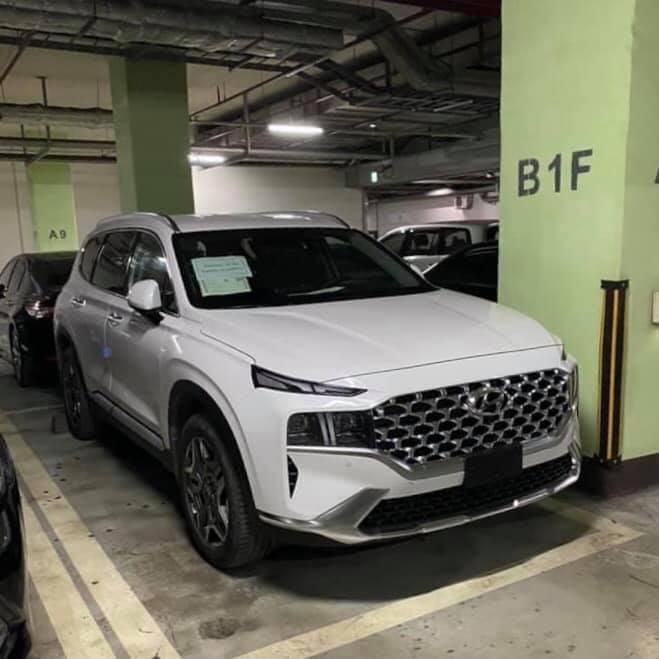 Hyundai Santa Fe 2021 tiếp tục lộ ảnh tại Việt Nam, ngày ra mắt sắp cận kề? Top 4 mẫu xe Hyundai được kỳ vọng về Việt Nam năm 2021 Thêm hình ảnh Hyundai Santa Fe 2021 tại Việt Nam hyundai-santa-fe-3.jpg