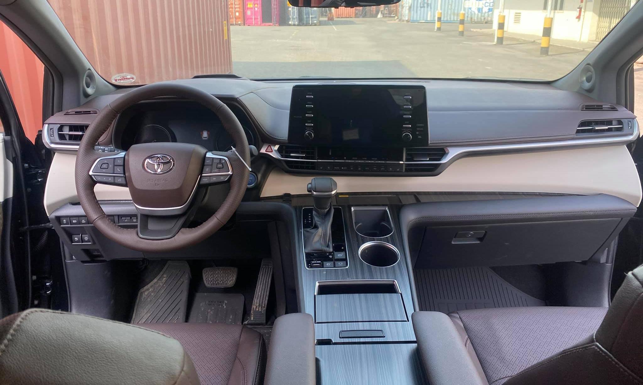 Toyota Sienna 2021 đầu tiên về Việt Nam, giá hơn 4 tỷ sienna-2021-3.jpg