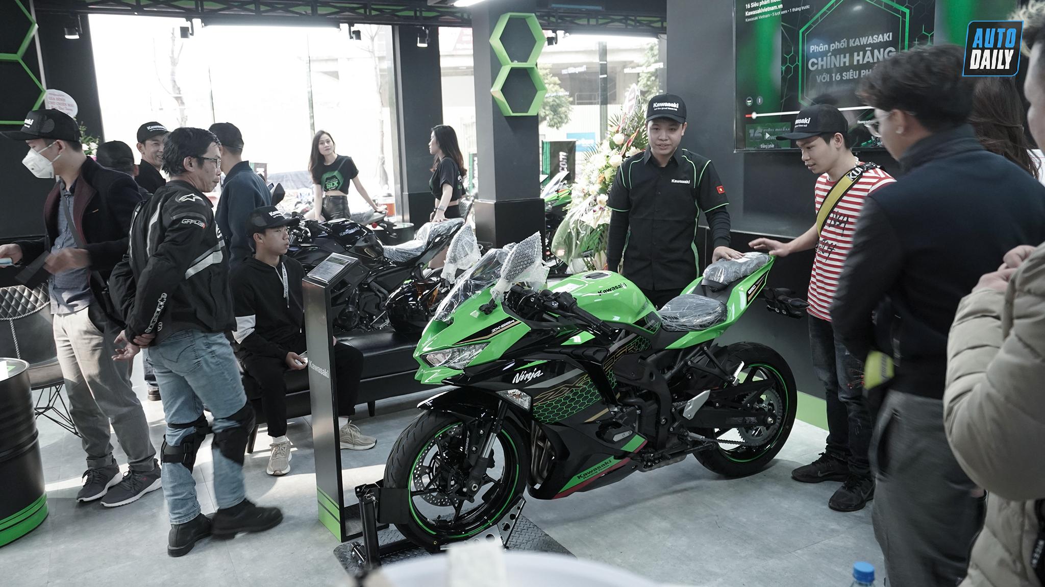 Khai trương showroom Kawasaki Thưởng Motor: Ưu đãi ngập tràn kawasaki-34.jpg