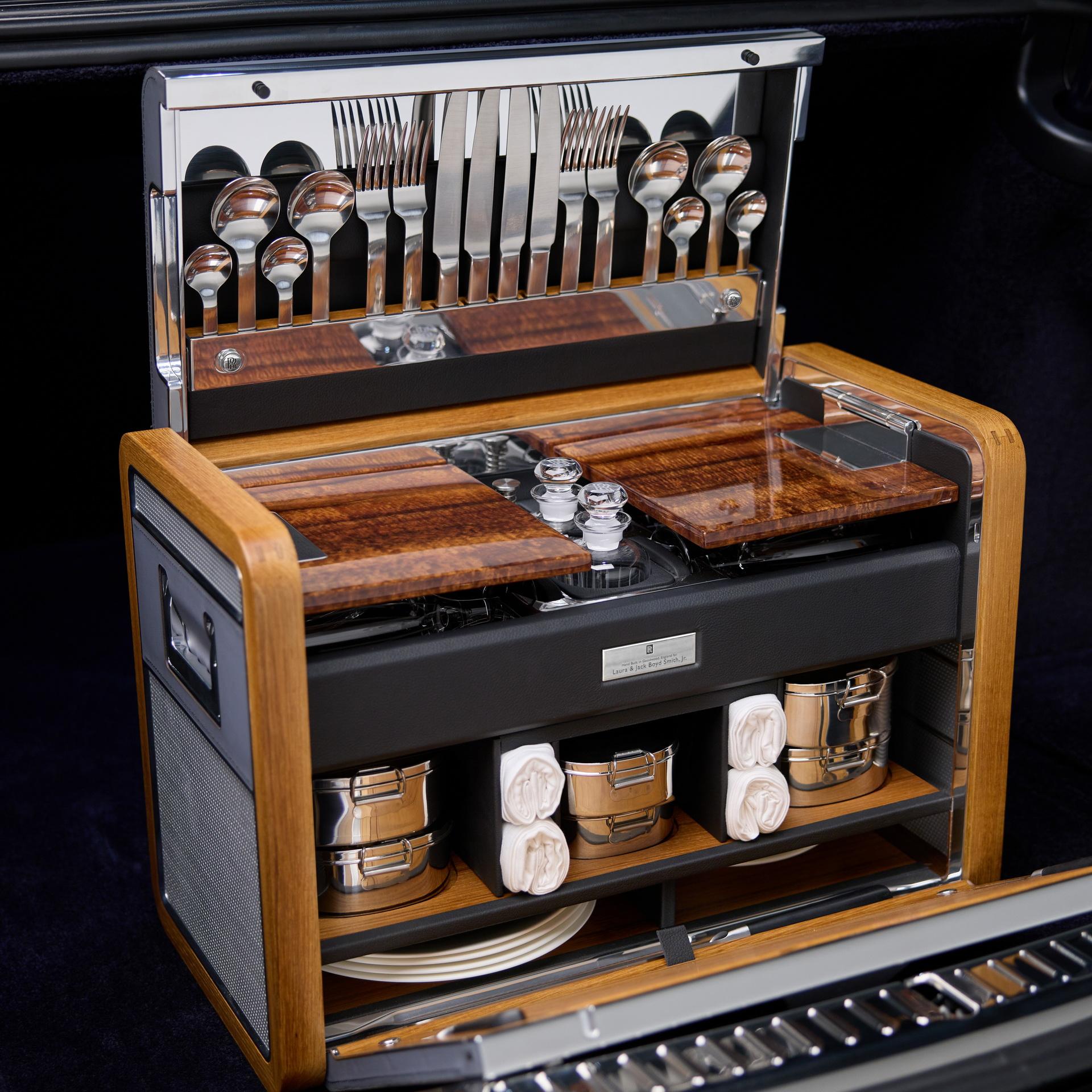 Rolls-Royce Koa Phantom 2021: Mất 3 năm để sản xuất với loại gỗ cực hiếm 2021-rolls-royce-koa-phantom-9.jpg