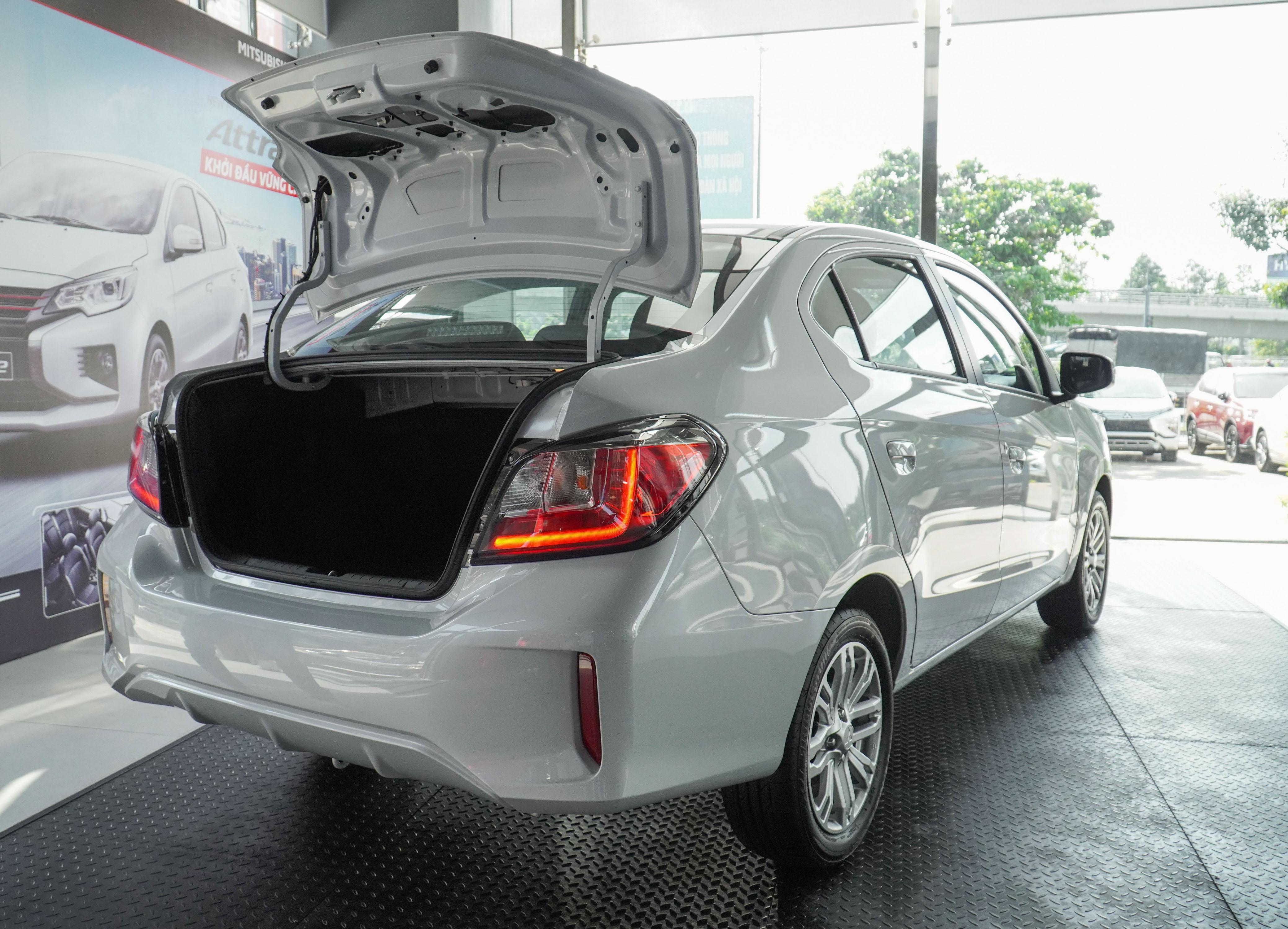 Mitsubishi Attrage CVT Premium 2021 ra mắt, giá 485 triệu đồng attrage-2020-trang-ngoai-that-8.jpg