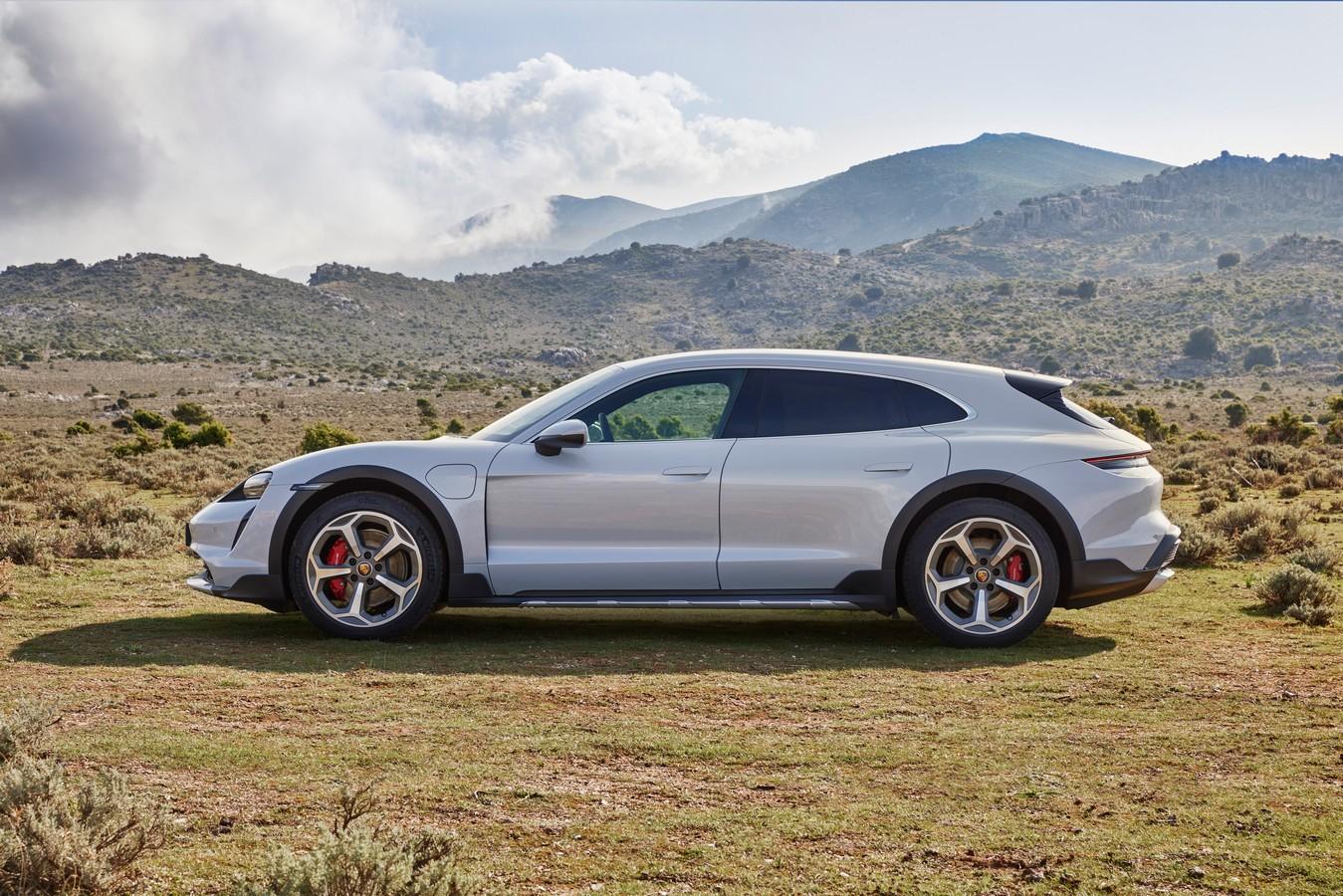 Porsche Taycan Cross Turismo có giá từ hơn 5 tỷ đồng tại Việt Nam Porsche-Taycan-Cross-Turismo (7).jpg