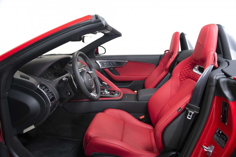 Jaguar F-TYPE 2021 ra mắt tại Việt Nam, giá từ 5,65 tỷ đồng 3106-jaguar-f-type-convertible-noithat-11.jpg
