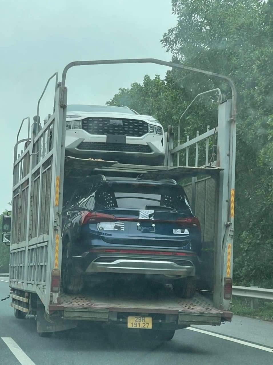 Hyundai Santa Fe 2021 tiếp tục lộ ảnh tại Việt Nam, ngày ra mắt sắp cận kề? hyundai-santa-fe-1.jpg