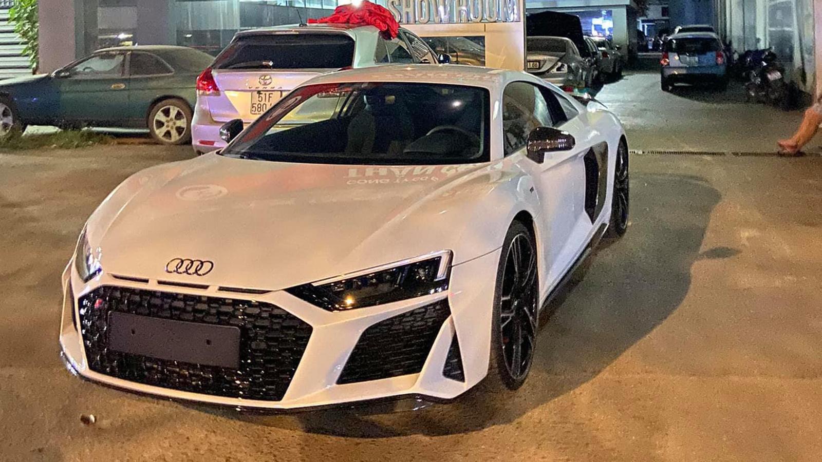 Siêu xe Audi R8 V10 Plus 2021 đầu tiên về Việt Nam
