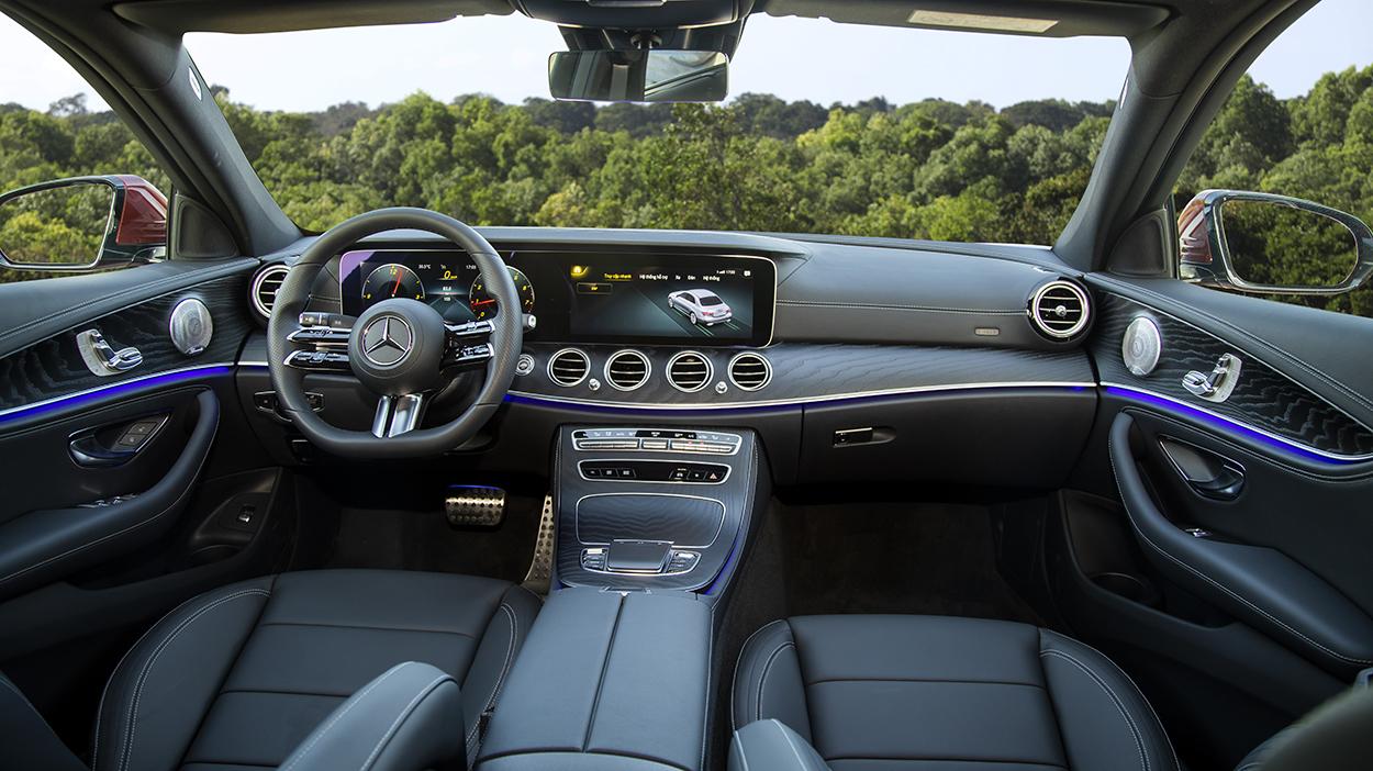 Mercedes-Benz E-Class 2021 chính thức ra mắt tại Việt Nam, giá từ 2,31 tỷ đồng mercedes-benz-e-300-amg-1.jpeg